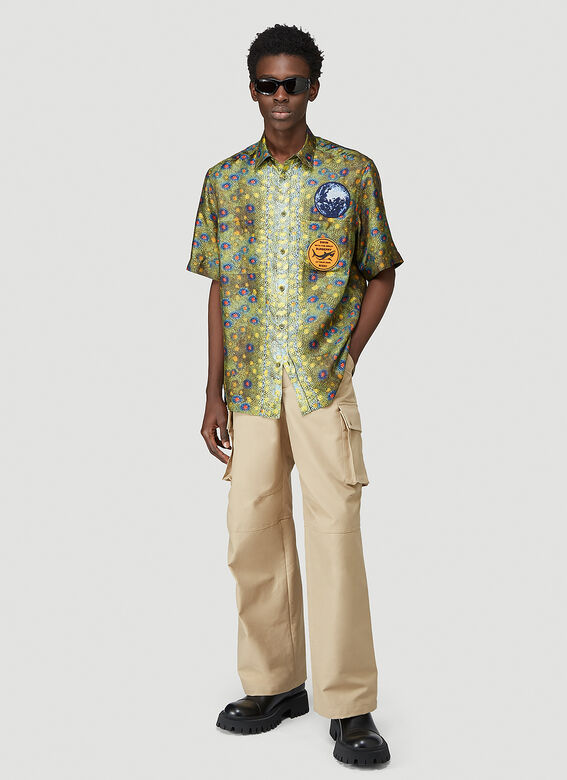 Burberry LOOK 19: Short sleeve printed 'fish scales' silk twill 'Boy' fit shirt 2