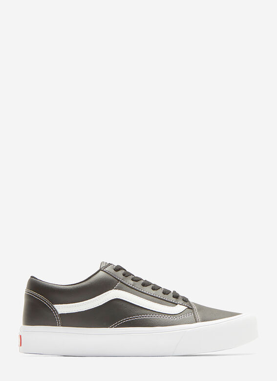 6f15a36be3c Vans Classic Old Skool Sneakers in Black