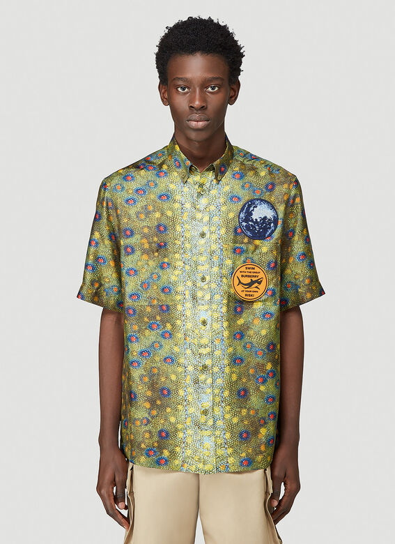 Burberry LOOK 19: Short sleeve printed 'fish scales' silk twill 'Boy' fit shirt 1