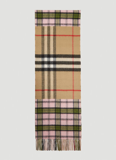 버버리 Burberry Contrast Check Scarf in Pink